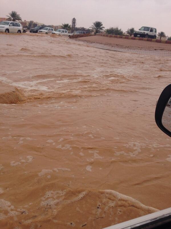 صورة توضح الحجم الهائل للفياضانات في مدينة #سكاكا #السعودية #سكاكا_تغرق