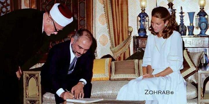 صورة نادرة لعقد قران جلالة الملك حسين رحمه الله وجلالة الملكة نور