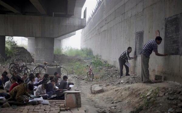 Free school under a bridge in India, Nothing can stop who wants to learn