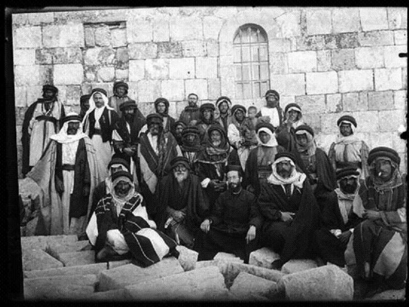 صورة جامعة لقبيلة العزيزات الذين دخلو في حماية ابراهيم الطوال في #مادبا #الأردن #تاريخ