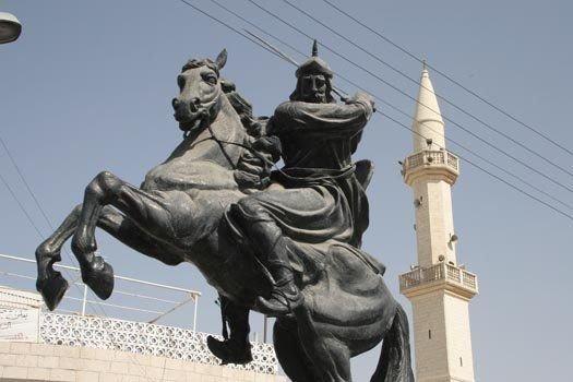 نصب صلاح الدين الأيوبي في #الكرك #الأردن