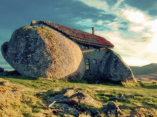 Amazing Buildings - Stone House (FAFE, Portugal)