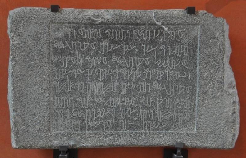محفورات حجرية من #مادبا #الأردن محفوظة في متحف اللوفر في #باريس #تاريخ