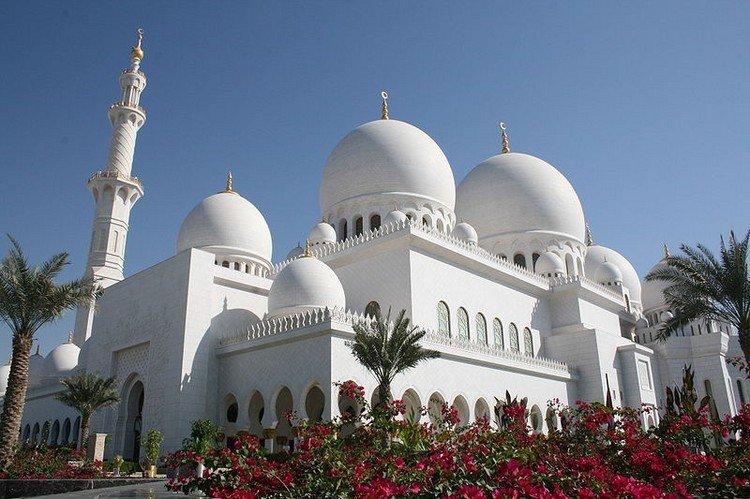 مسجد #الشيخ_زايد في #أبوظبي من الخارج