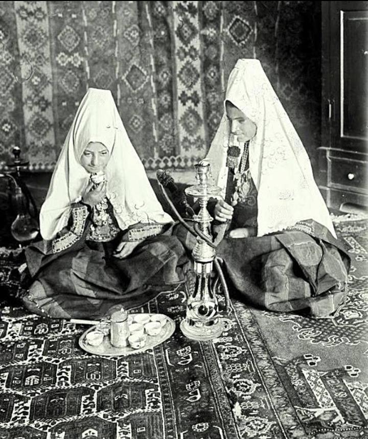 أرجيلة في بيت لحم -فلسطين عام 1930