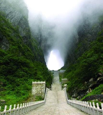 جبال تيان بوابة السماء في الصين