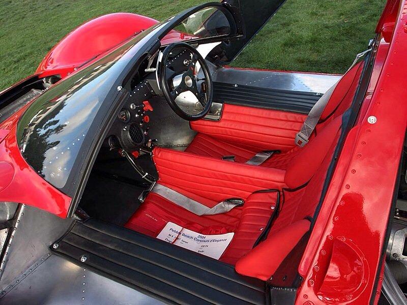 Ferrari 330 P4 - interior shot