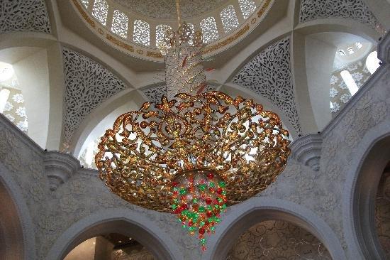 الثريات المعلقة في مسجد #الشيخ_زايد في #أبوظبي