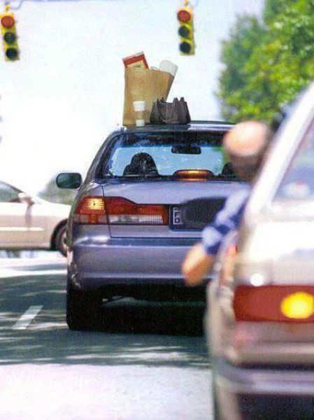 ناسي الأغراض فوق السيارة