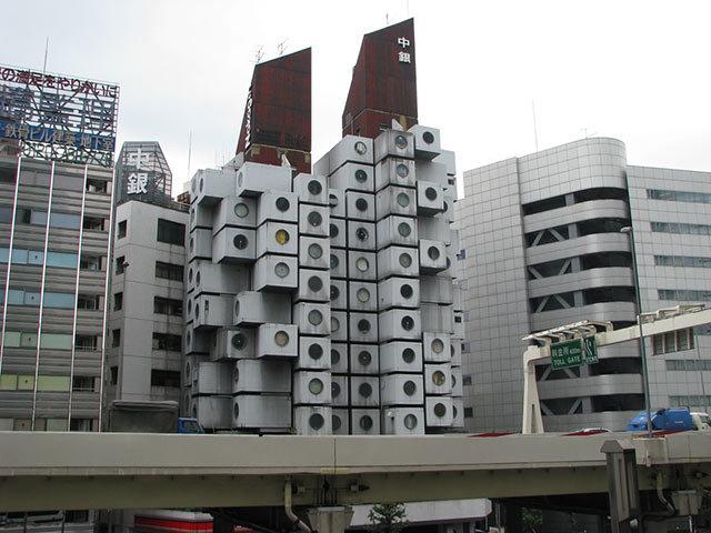 Amazing Buildings - Nakagin Capsule Tower (Tokyo, Japan)
