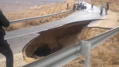 سقوط شارع في #الطفيلة بالقرب من جسر الشهداء بالمنطقة الواقعة بين الطفيلة و #الكرك #الأردن