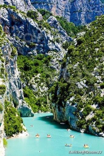 صورة رائعة لـ بحيرة St Croix توجد في فرنسا..!