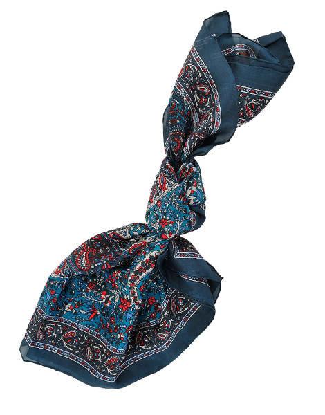 شالات شتاء 2014 : شال حرير أزرق بزخارف كلاسيكية