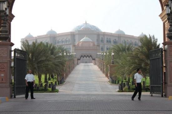 #قصر_الإمارات في #أبوظبي صباحا
