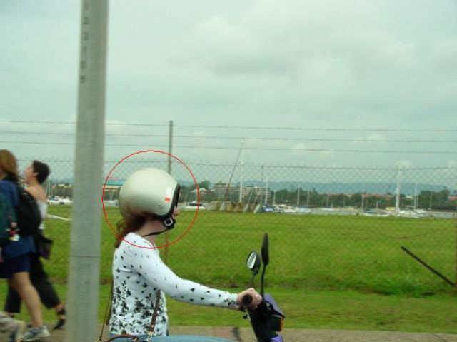 فتاة ترتدي واقي الرأس بالمقلوب #نهفات