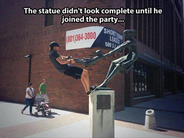 The statue didn't look complete until je joined the party