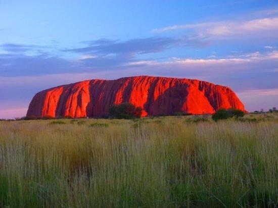 صخرة أولورو .. أحد عجائب الطبيعة في استراليا