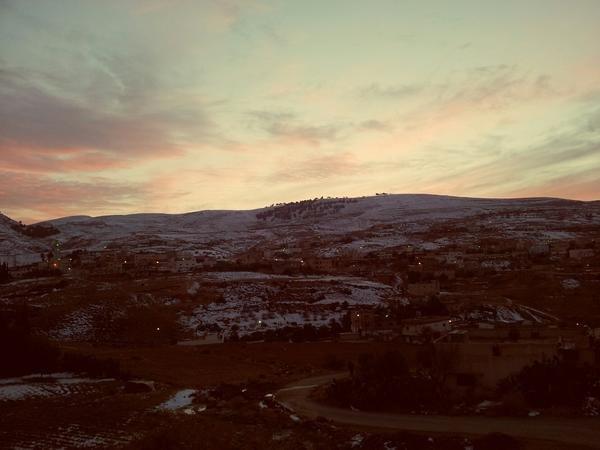 جبال #الطفيلة مكسوة بالثلوج لحظةالغروب #الأردن