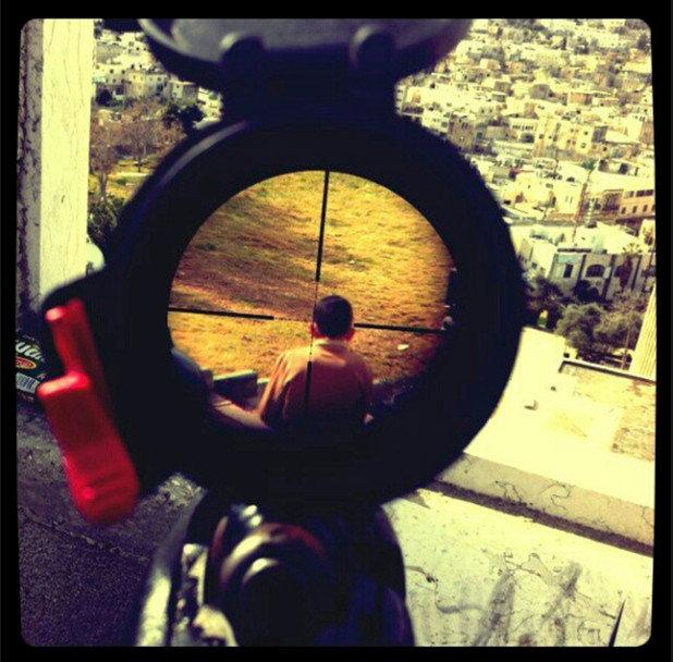 جندي إسرائيلي ينشر صورة عن قنصه لطفل فلسطيني #فلسطين