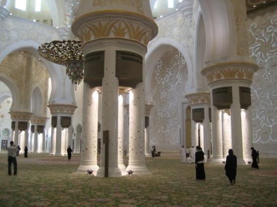 منظر جميل من الداخل لمسجد #الشيخ_زايد في #أبوظبي