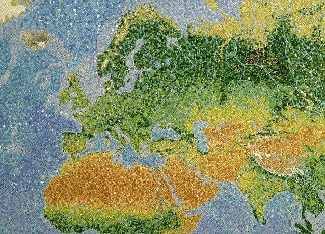 الفسيفساء الزجاجية لكوكب الأرض بإسم #جوهرة_الكون - صورة 2