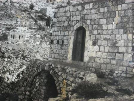 بيوت #الفحيص #الأردن ال#قديمة وتظهر القنوات أسفله إبداع معماري #تاريخ