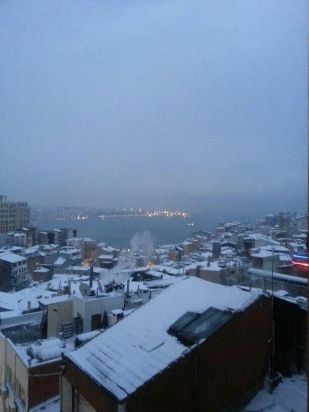 اسطنبول يكسوها بياض الثلج