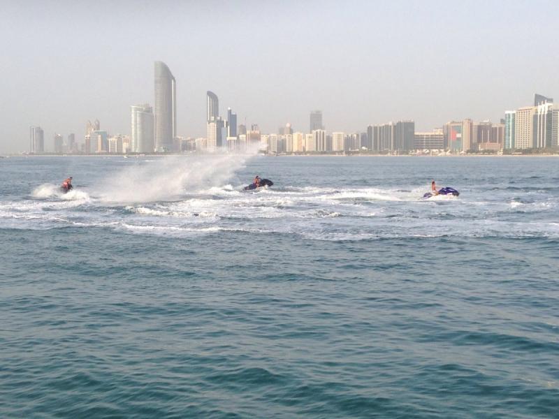 الرياضات المائية في أبوظبي