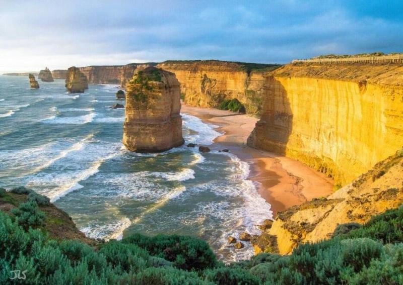 #صورة الرسل الإثنى عشر في ولاية فكتوريا الأسترالية،وهي عبارة عن مجموعة من أكوام الحجر الجيري