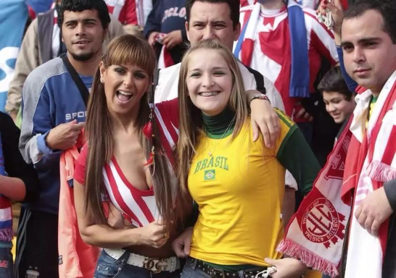 مشجعات كرة القدم #كأس_العالم
