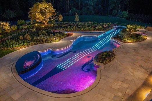 حمام سباحة رائع , على شكل جيتآر