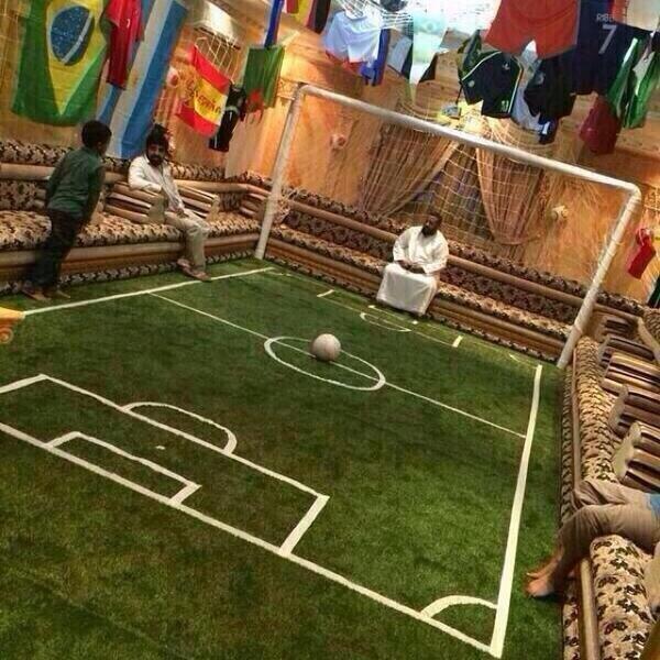 صورة لمجلس سعودي قام بتعديله ليعيش أجواء #كأس_العالم