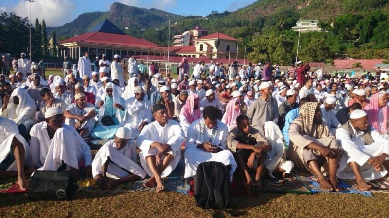 أول عيد للمسلمين في تاريخ جزيرة سيشل حيث تعتبر أهم جزيرة سياحية في العالم ومقصد للأثرياء