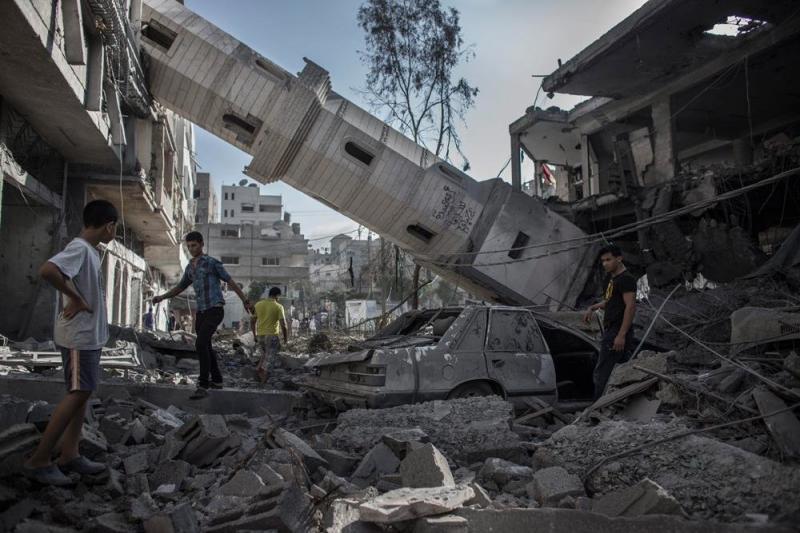 انهيار مئذنة مسجد غزة جراء قصف جوي صهيوني #غزة_تحت_القصف