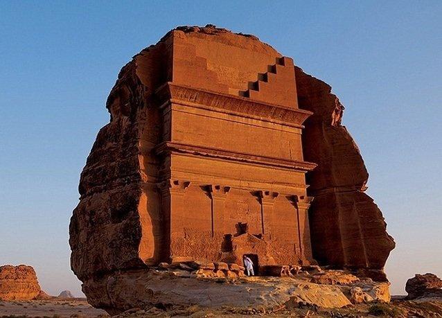 قبر نُحت منذ 2000 عام على يد الأنباط في مدائن صالح بالسعودية