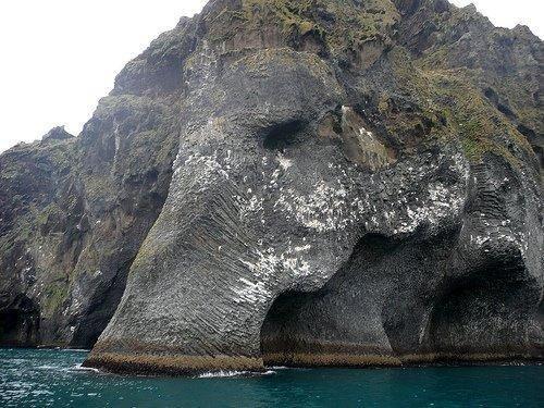 كهف الفيل في أيسلندا