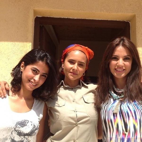 صورة من كواليس مسلسل سجن النسا تجمع روبي ونيللي كريم ودرة التونسية