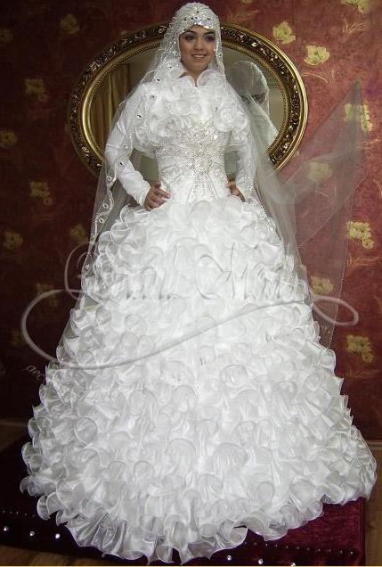 فستان زفاف أبيض وفضي للمحجبات مليء بالكشاكش من الأعلى والأسفل 2014 - 5