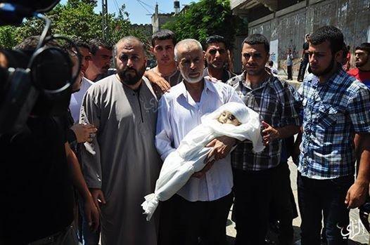 جثمان الشهيد علي محمد الضيف اثناء تشييع الجنازة #غزة_تحت_القصف