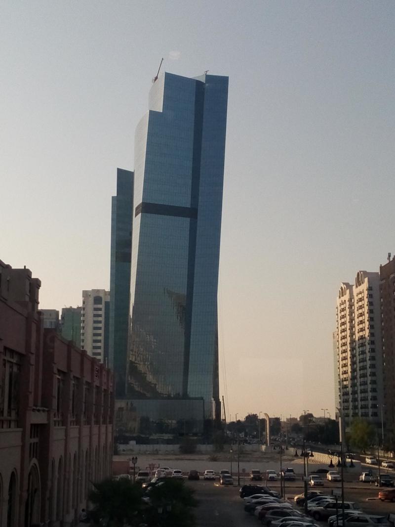 منظر جانبي للأبراج الساطعة في #أبوظبي