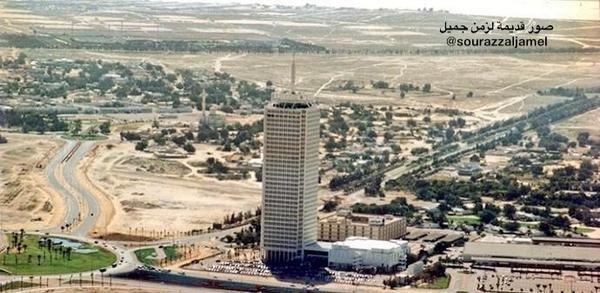 #برج_الشيخ راشد في دبي كان يقف وحيداً أوائل الثمانينيات الميلادية #دبي #الامارات #صور_#قديمة_لزمن_جميل