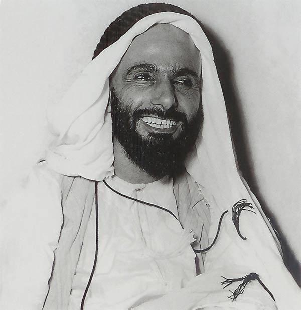الشيخ هزاع بن سلطان آل نهيان الصورة سنة 1953