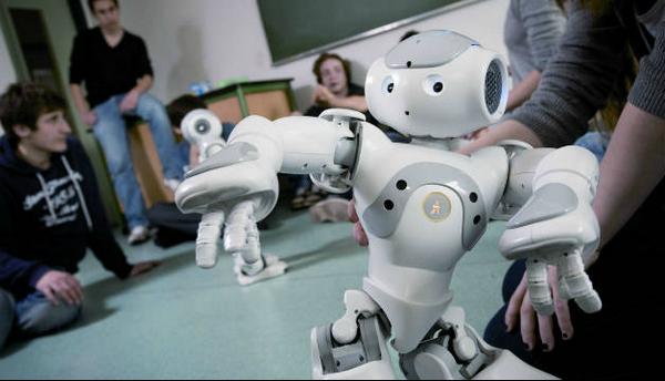 دراسة: الإنسان الآلى يحتل 3 ملايين وظيفة فى #فرنسا بحلول عام 2025