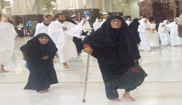 بعد انتظار لـ 110 أعوام معمرة تؤدي الحج لأول مرة بصحبة ابنتها الثمانينية
