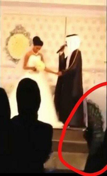 صورة حصرية: ارتفاع ضغط احدى البنات في العرس