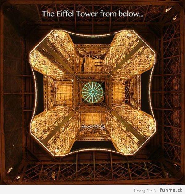 برج إيفل من الأسفل