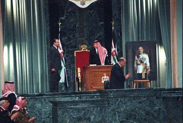 جلالة الملك عبد الله الثاني بن الحسين يؤدي اليمين الدستوري، في 7/2/1999م.