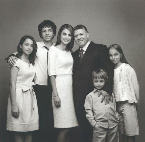 جلالة الملك عبدالله الثاني و جلالة الملكة رانيا العبد الله و سمو الأمير حسين ولي العهد، وسمو الأمير هاشم و سمو الأميرة إيمان وسمو الأميرة سلمى عام 2010