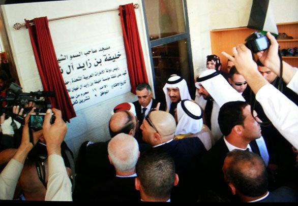 أول صلاة تقام في جامع الشيخ خليفة بن زايد في القدس -صورة 1-