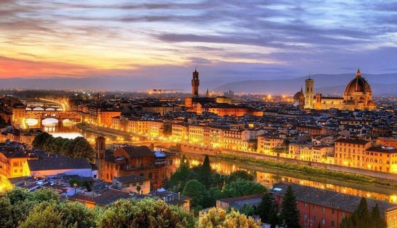 #فلورنسا هي منشأ عصر النهضة واشتهرت في العالم بأسره كمهدٍ للفن والعمارة وهي واحدة من أجمل وأهم مدن العالم
